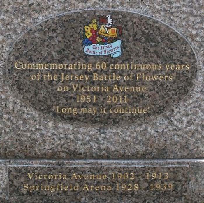 Commemorative </br><em>Plaques & Benches</em>